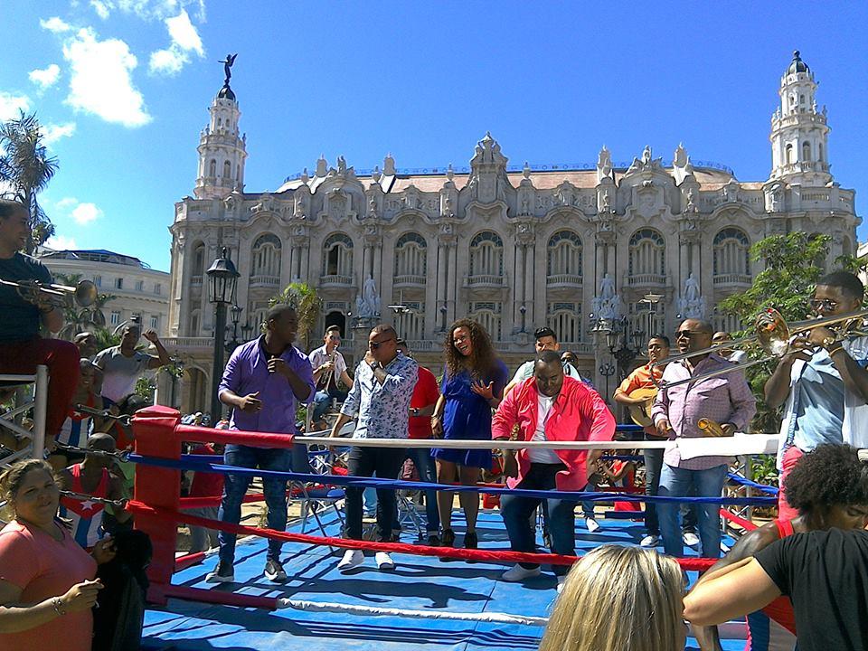 Imagen de la grabación del clip De Cuba pa'l mundo entero de Adalberto Álvarez y su Son. Foto: Suenacubano.com